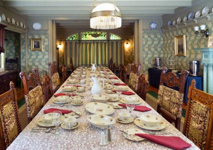 Stony Point Center Gilmor Sloane House Large Dining Room set